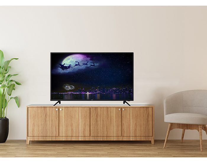 Chiq U55H6 55inch UHD TV Lifestyle